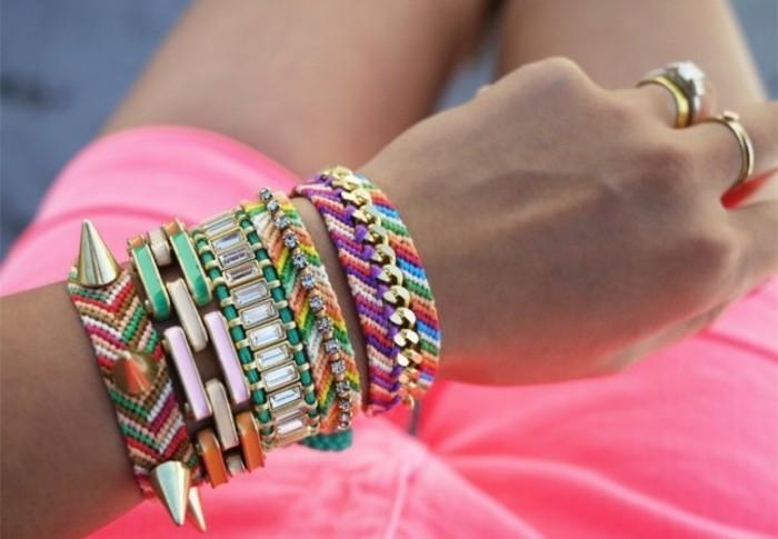 un-bracelet-diy-multicolore-et-personnalisé-cadeau-pour-une-amie-a-faire-soi-meme