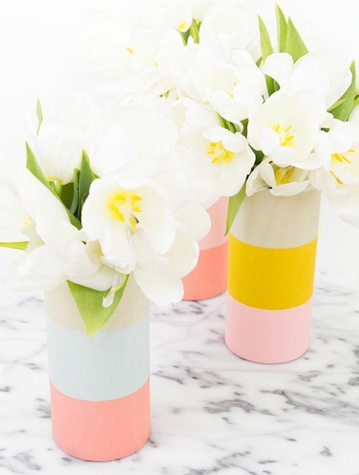 un-vase-repeint-en-couleurs-differentes-idée-de-cadeau-pour-une-amie-a-realiser-soi-meme