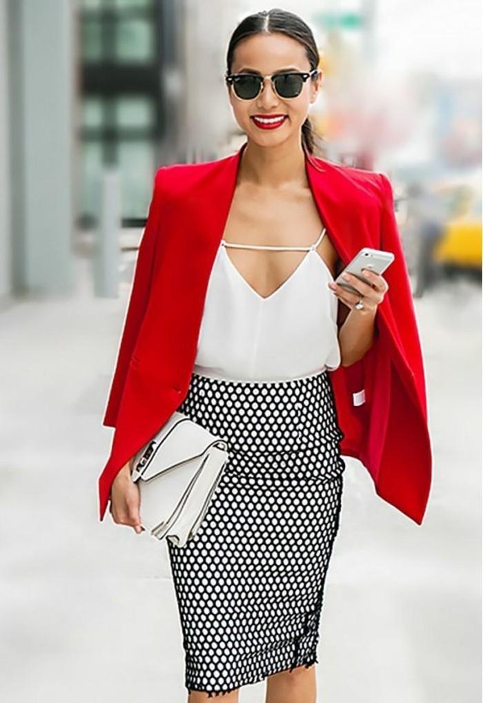 une-belle-femme-bien-habillé-femme-s-habiller-classe-femme-cool-rouge-veste
