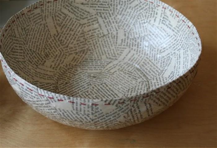 une-grand-coupe-décoré-de-papier-journal-recette-papier-maché-pour-faire-une-decoration-intéressante-resized