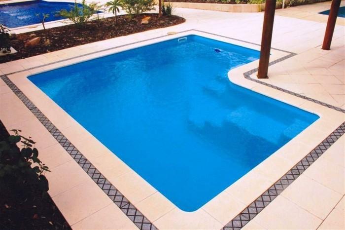 une-piscine-en-coque-classique-au-design-epure-dallage