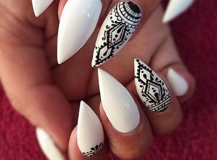 vernis-blanc-decoration-en-noir-inspiration-tribal-combinaison-classique-noir-et-blanc