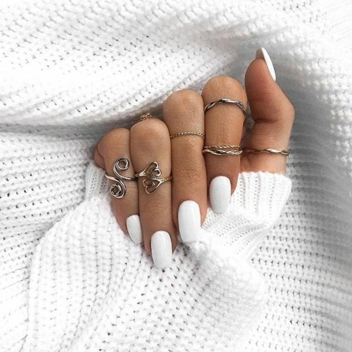 vernis-blanc-purete-effet-doux-et-feminine-pour-une-humeur-dhiver