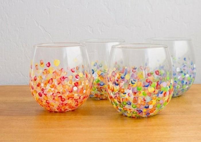 verres-personnalisés-a-l-aide-de-peinture-idée-cadeau-meilleure-amie-suggestion-artistique