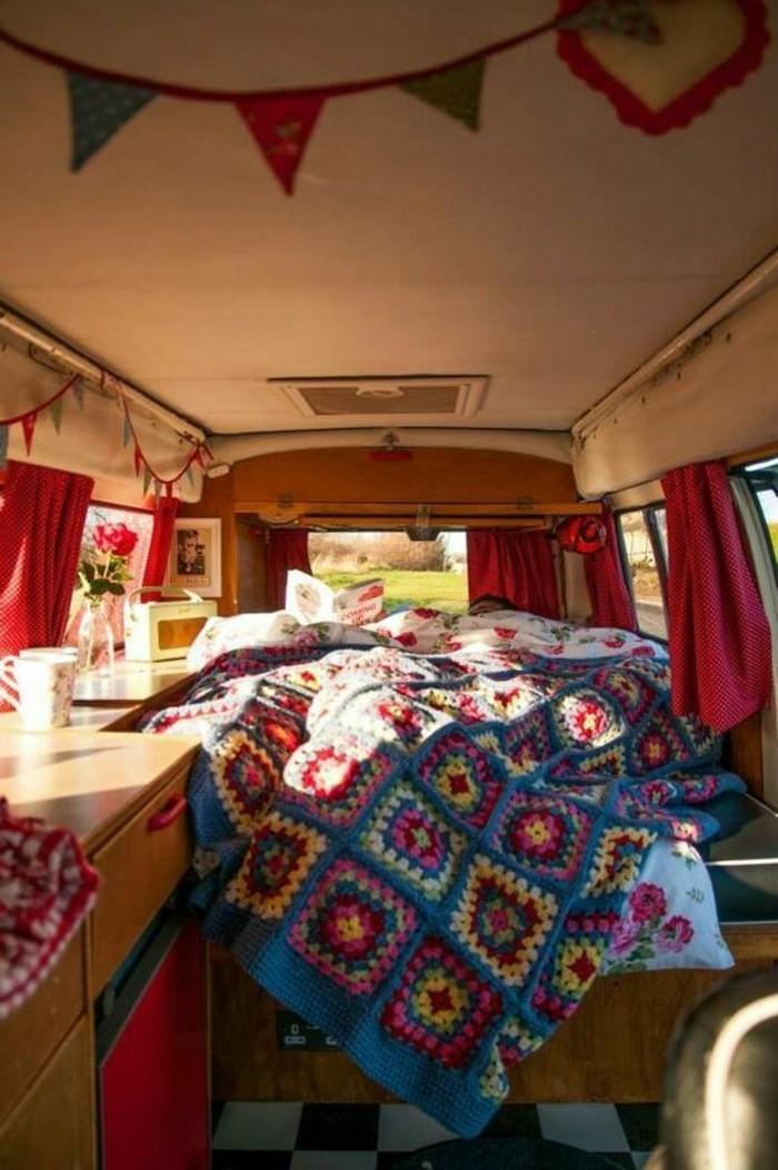vivre-dans-une-caravane-atmopshère-chaleureuse-et-cozy-esprit-boheme