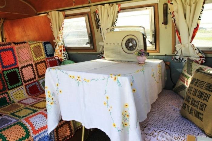 vivre-en-mobil-home-toute-l-année-caravane-deco-hippie-esprit-sauvage