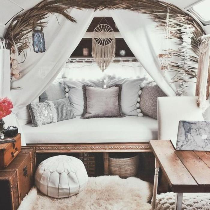 vivre-en-mobil-home-toute-l-année-déco-en-style-bohème-attrape-reve-coussins-décoratifs