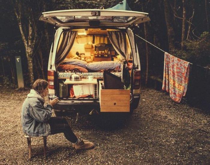 vivre-en-mobil-home-toute-l-année-esprit-bohème-déco-simple