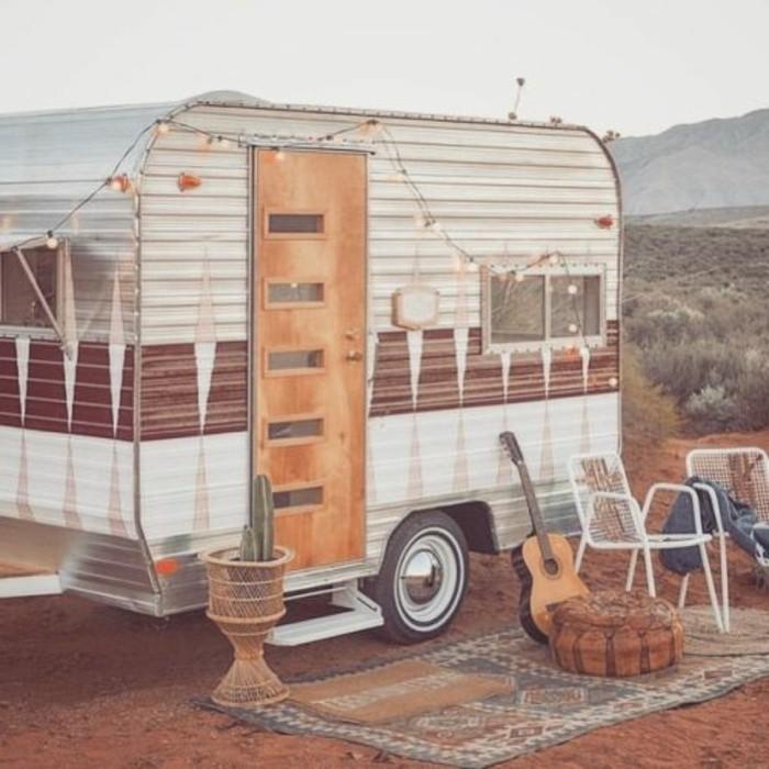 vivre-en-mobil-home-toute-l-année-inspiration-hippie-boheme-guitare-vie-simple