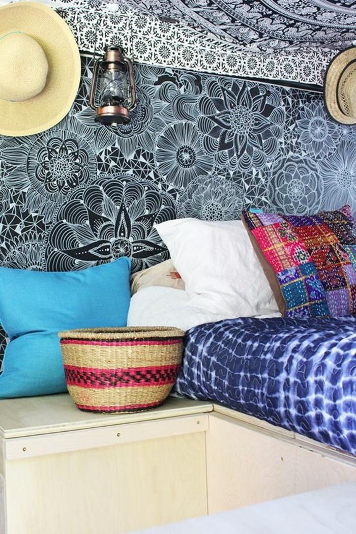 vivre-en-mobil-home-toute-l-année-intérieur-inspiration-bohème-motifs-floraux