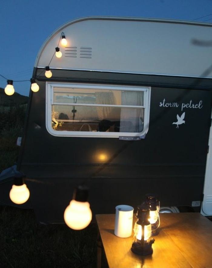 vivre-en-mobil-home-toute-l-année-passer-des-nuits-inoubliables-en-observants-les-etoiles