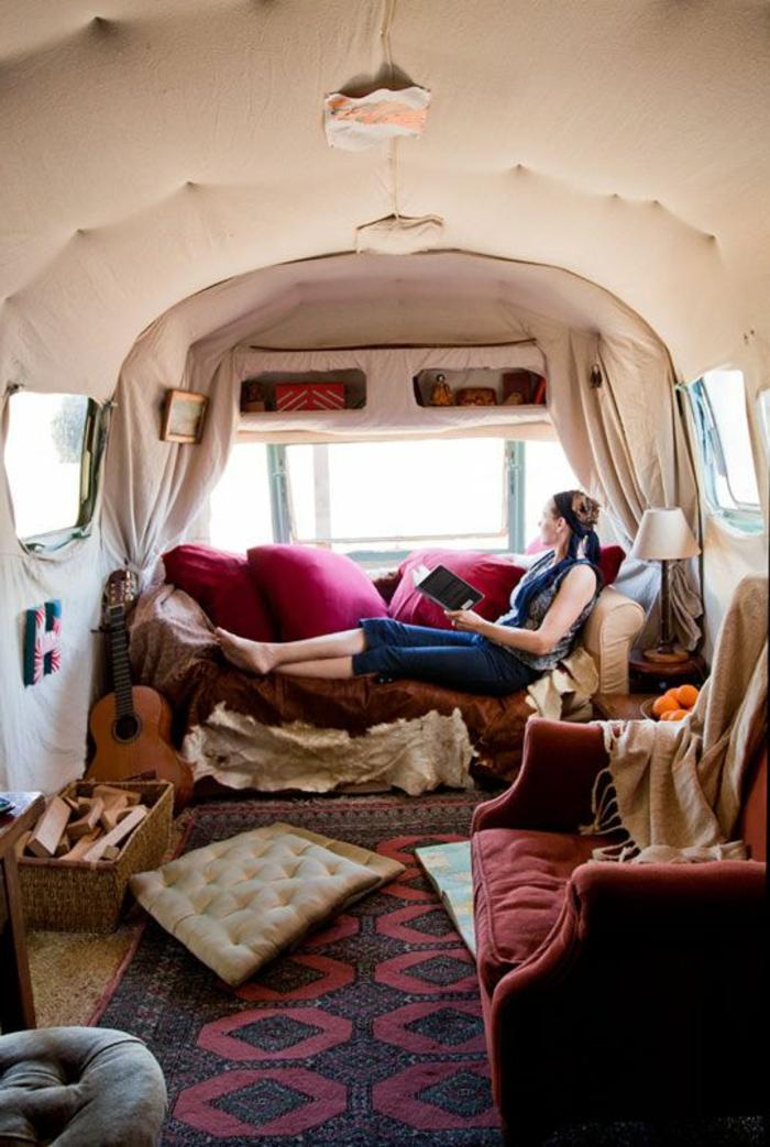 vivre-en-mobil-home-toute-l-année-vie-simple-déco-hippie-boheme-guitare