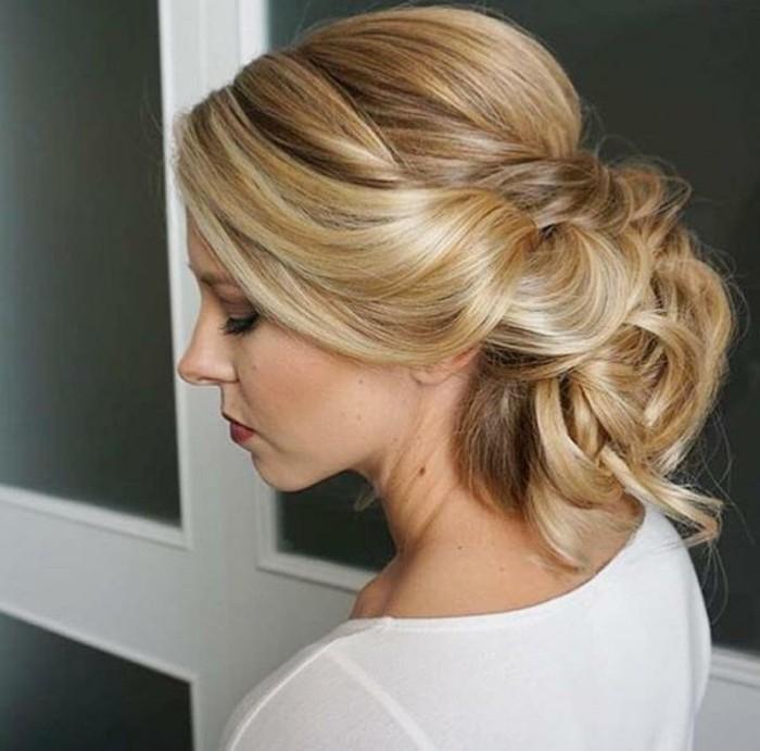 voir-exemple-de-chignon-effet-coiffe-decoiffe-blonde-coiffure-mariage-chignon-boheme