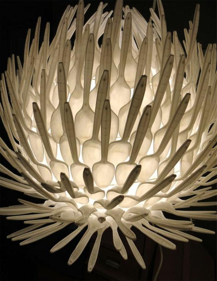 abat-jour diy, fabriquer un luminaire avec cuillères plastiques