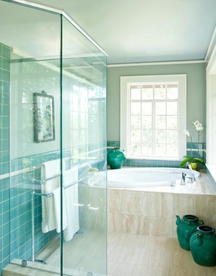 accessoire-salle-de-bain-serviette-photo-fenetre-plantes-vase-baignoire