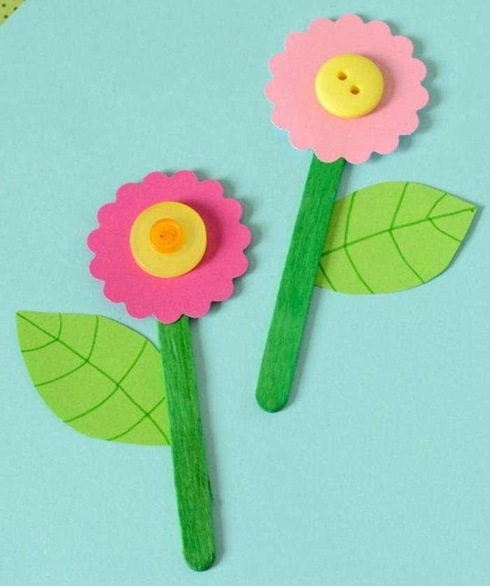 activité-manuelle-maternelle-des-fleurs-de-printemps-multicolores-pétales-roses-centre-bouton-e-batonnets-de-glace-tige-bricolage-enfant-facile