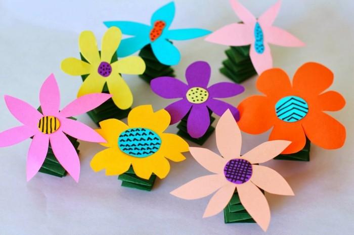 activité-manuelle-maternelle-des-fleurs-en-papier-couleurs-diverses-une-tige-ressort-idée-comment-decorer-sa-maison-pour-l-arrivée-du-printemps