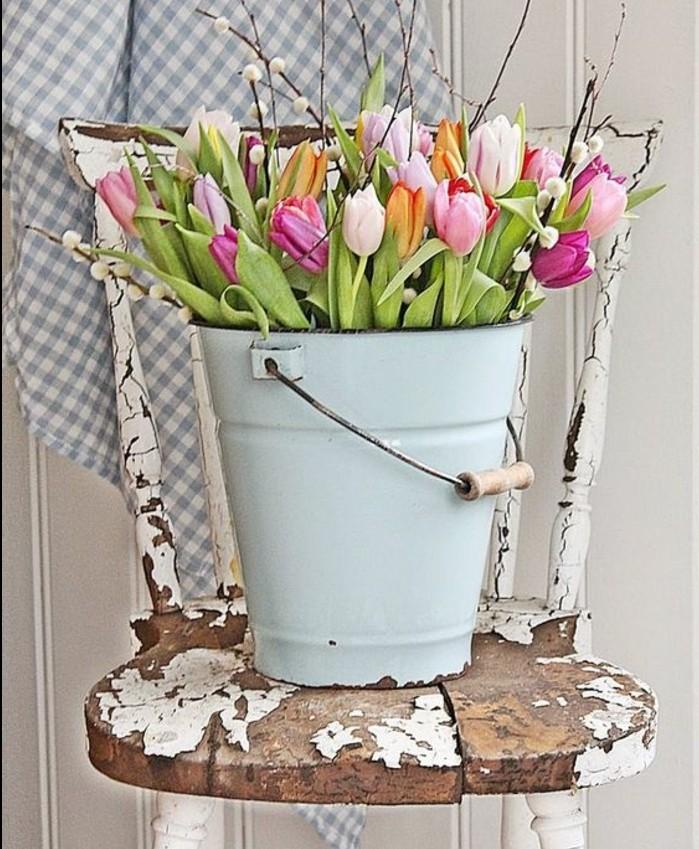 activité-manuelle-printemps-dans-un-seau-decoration-vintage-rustique-de-printemps-pour-personnaliser-son-interieur