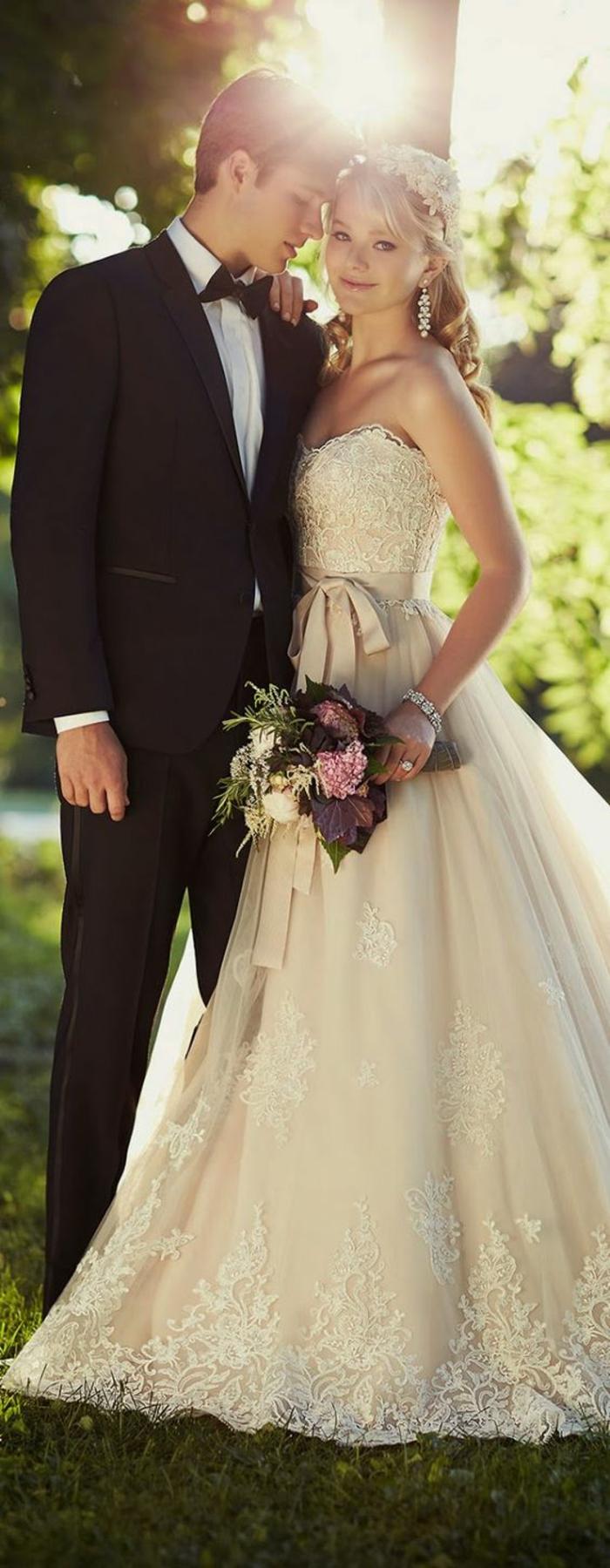adorable-robe-de-mariée-princesse-robe-de-mariée-bustier-dentelle-chouette-photo