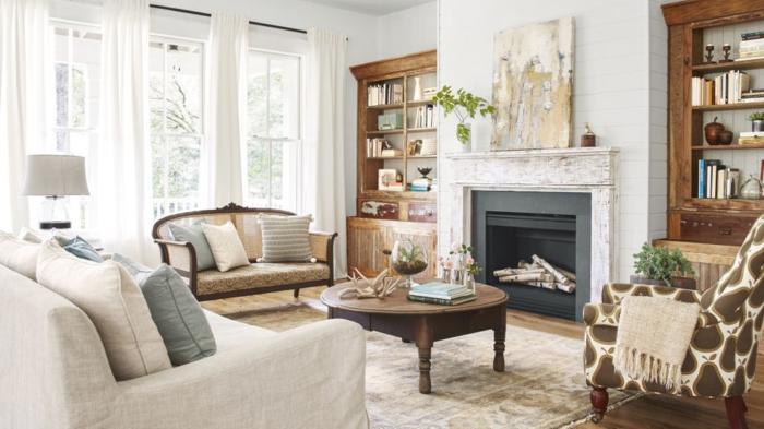 décoration intérieure salon, canapé beige, bibliothèques, cheminée, table ronde