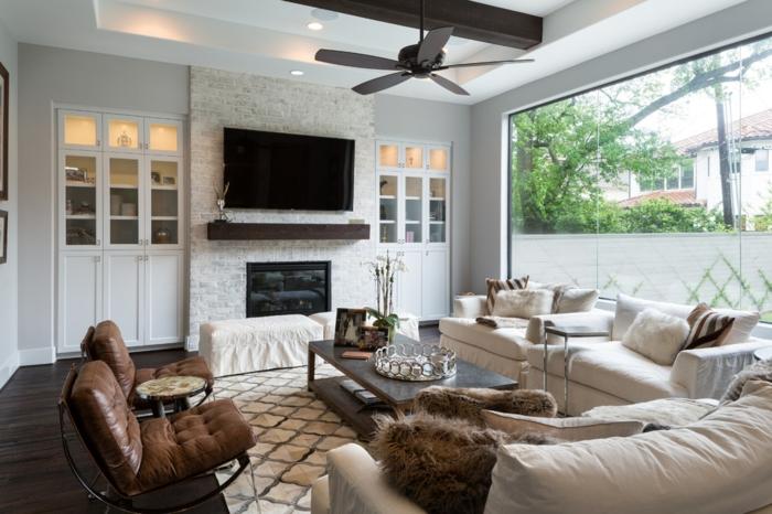 décoration intérieure salon, parquet en bois foncé, murs en brique, ventilateur de plafond