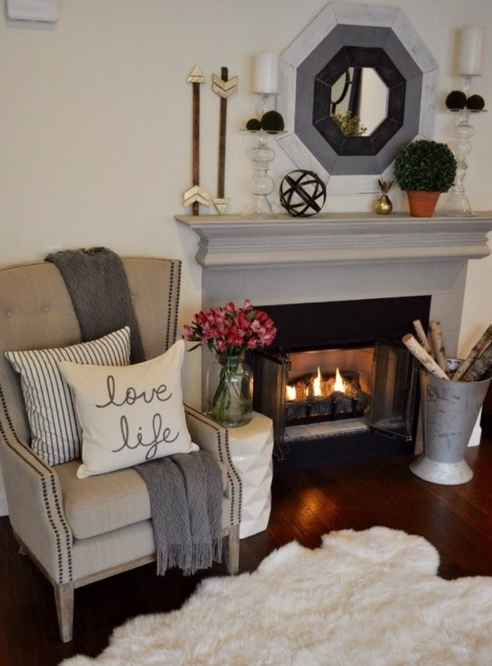 ambiance-cocooning-miroir-fauteuil-coussins-cheminée-tapis-en-fausse-fourrure