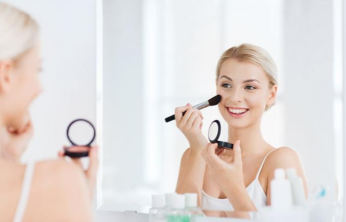 1001 exemples comment bien se maquiller trucs et astuces for Miroir pour se maquiller