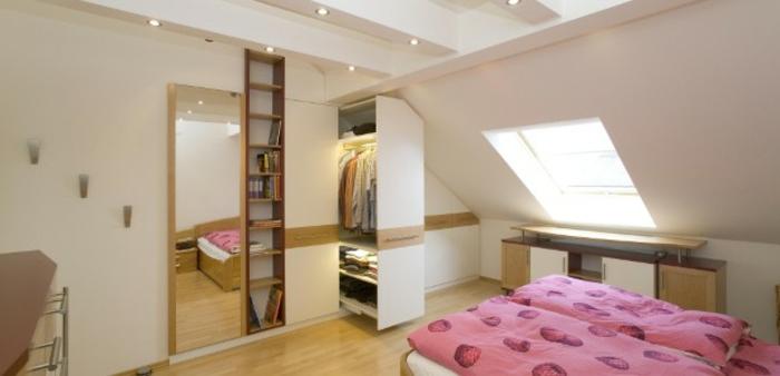 armoire sous pente du type tiroir, penderie, placards pour optimiser l'espace, dressing sous pente design intéressant