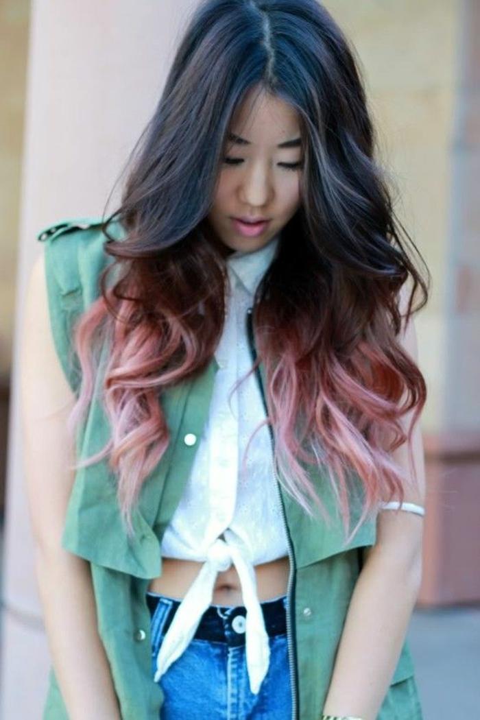 jolies ondulations qui souligne le tie and dye couleur rose pastel