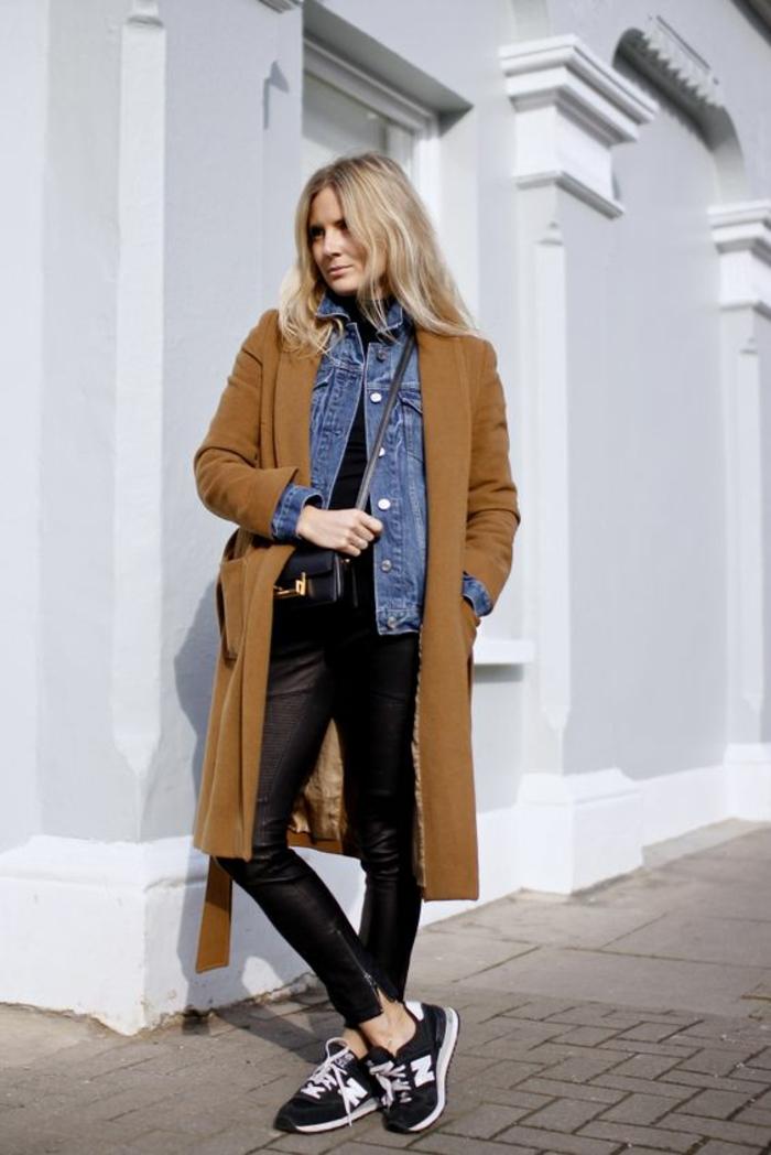 baskets-new-balance-manteau-camel-veste-en-jean-pantalon-cuir