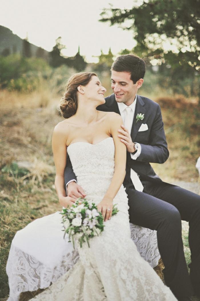 beauté-robe-de-mariée-dentelle-robe-mariée-bustier-strass-idée-magnifique-idée-robe