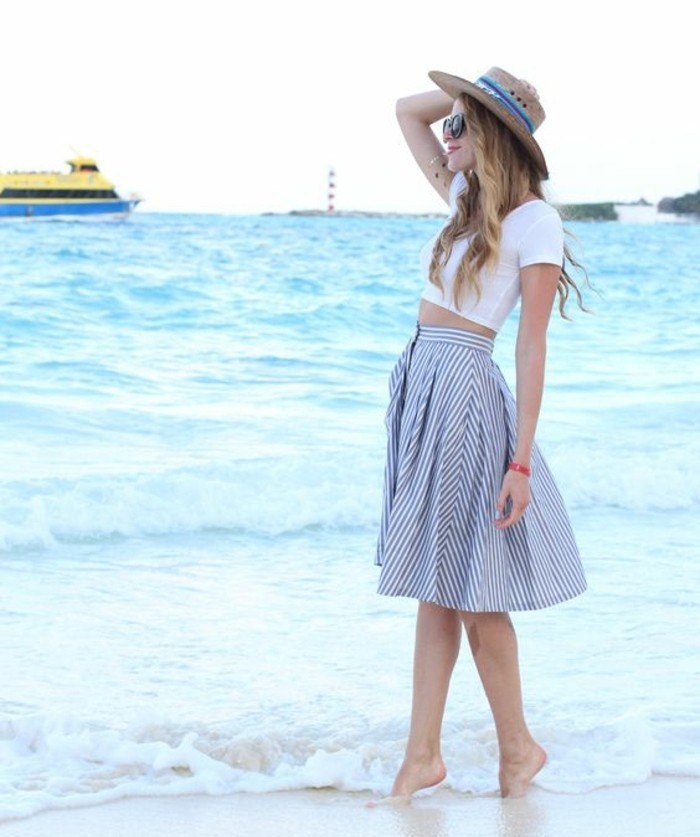 beauté-robe-decontractee-chic-tenue-décontractée-femme-au-bord-de-la-mer