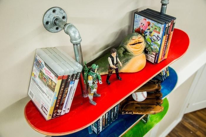 bibliotheuqe en skate etageres planches skateboard