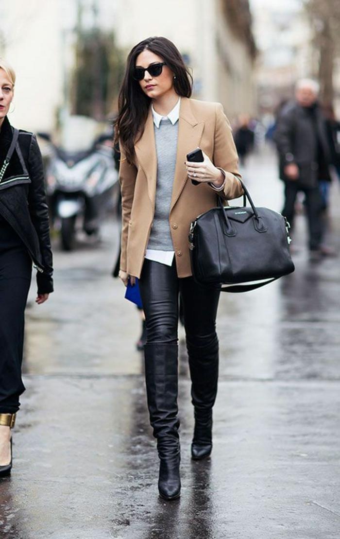 bottes-cavalières-pantalon-cuir-veste-camel-tenue-élégante