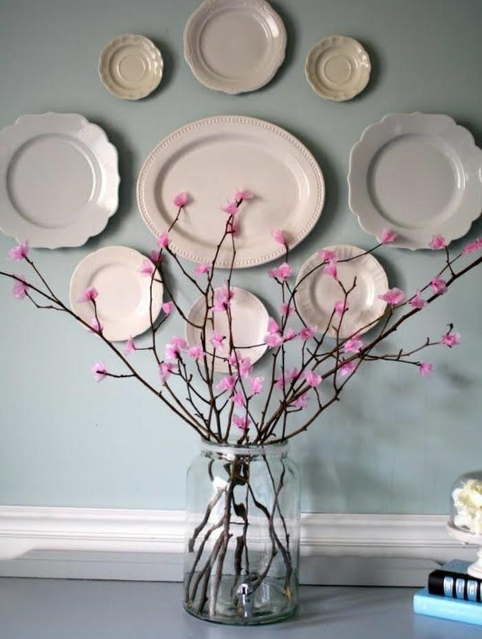 branches-fleuris-dans-un-vase-en-verre-petites-fleurs-roses-idée-activité-manuelle-printemps-pour-adultes-deco-maison-fleurs