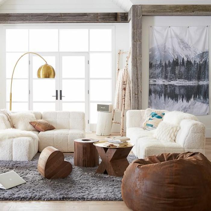idee deco salon cocooning, tapis gris, canapé blanc, coussins en fausse fourrure, murs blancs