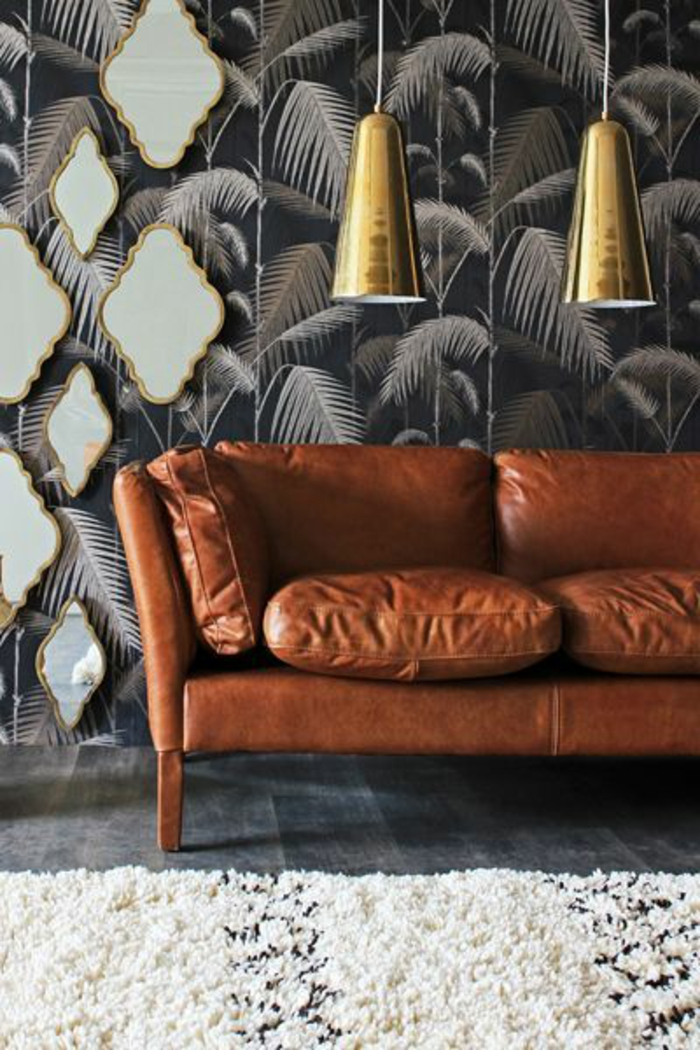 canapé-en-cuir-tapis-berbère-papier-peint-palmier