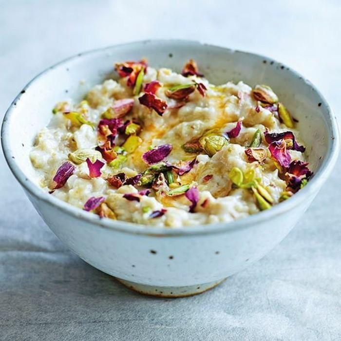 recette poridge avec cardamone, rose, pistache, idée comment faire un petit déjeuner, exemple menue régime alimentaire