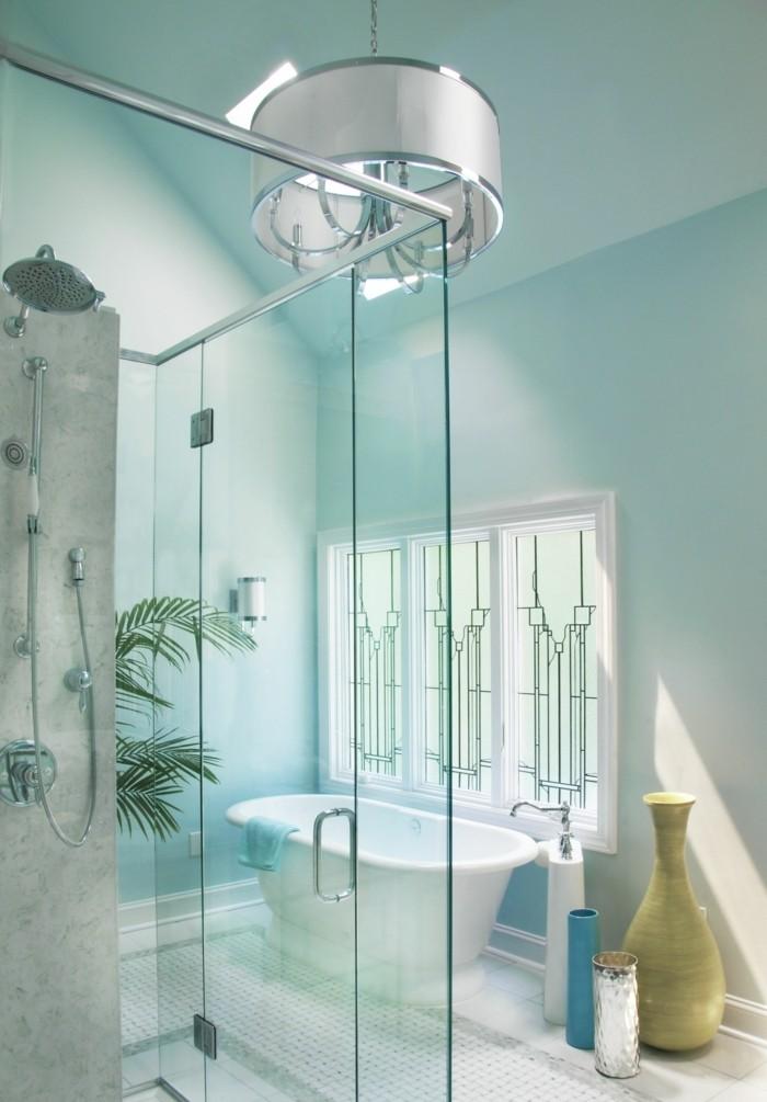 carrelage-blanc-cabine-de-douche-plante-verte-vase-baignoire-murs-turquoise