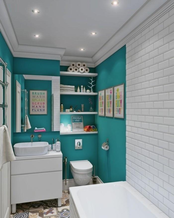 carrelage-blanc-citations-inspirantes-murs-accessoires-de-bain-baignoire