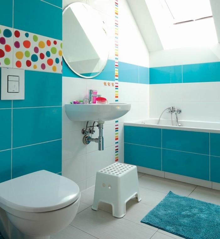 carrelage-blanc-turquoise-blanc-taches-colorés-baignoire-lavabo-miroir-rond