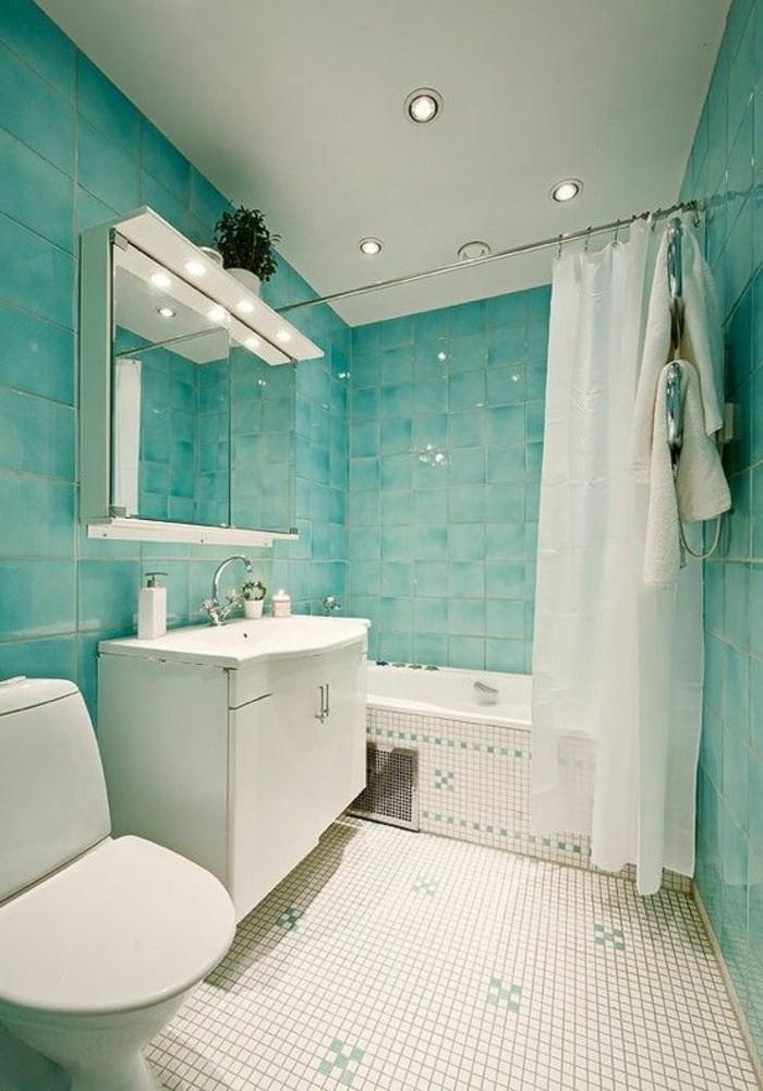 carrelage-douche-baignoire-rideaux-miroir-lampes-murs-turquoises-deco-blanc