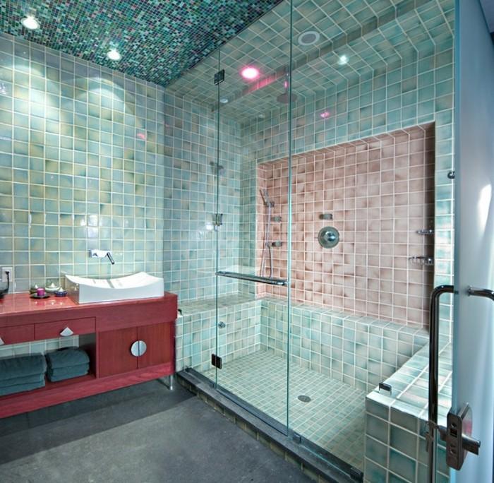 carrelage-douche-servivettes-grises-lavabo-bougies-cabine-de-douche-armoire