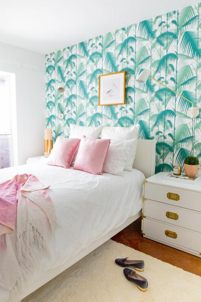 chambre-à-coucher-élégante-tendance-cuivrée-papier-peint-jungle