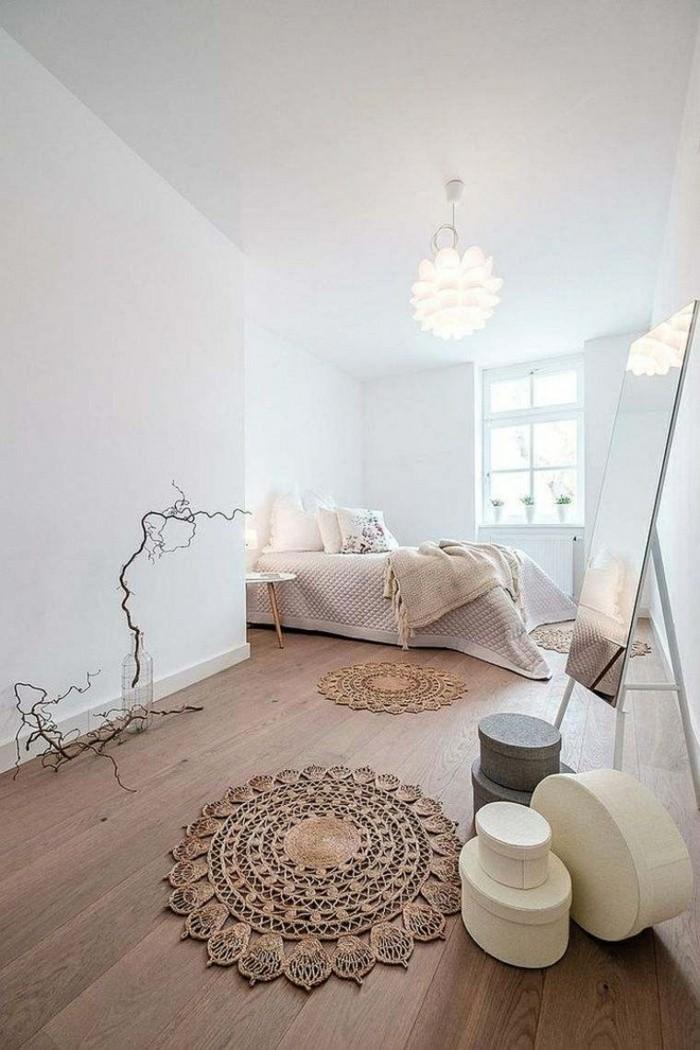 chambre-adulte-cocooning-tapis-ronds-ethniques-boîtes-miroir-lit