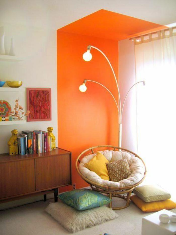 chambre-d'ado-créative-placard-vintage-peinture-orange-fauteuil-vintage