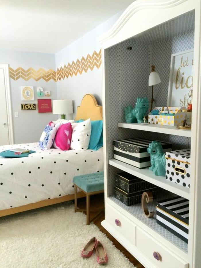 chambre-d'ado-créative-tapis-blanc-étagère-originale