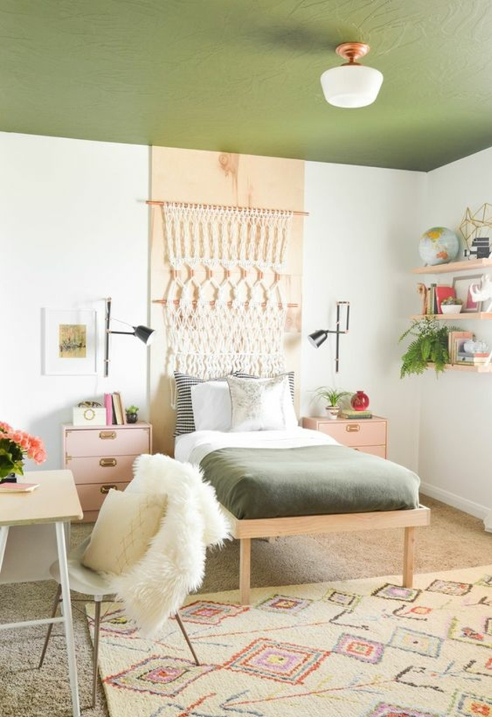 chambre-d'ado-déco-vintage-esprit-scandinave-plafond-vert