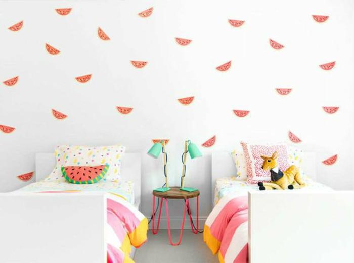 chambre-d'enfant-originale-intérieur-blanc-papier-peint-mural-pastèque