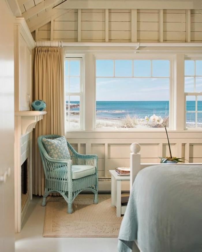 couleur chambre adulte, vue sur la mer, chaise turquoise, rideaux longs